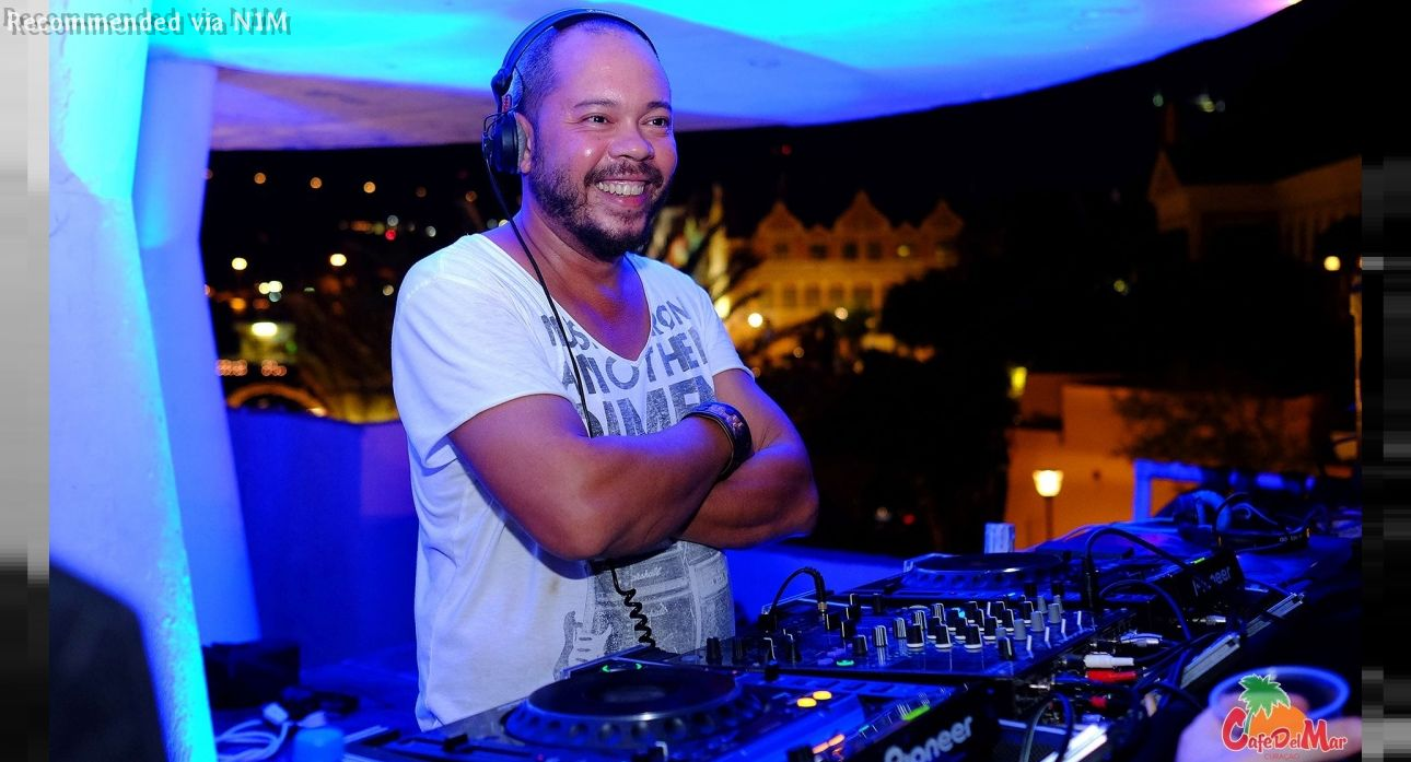 MrBrown for Cafe Del Mar editie 1 an interview on Paradise Fm